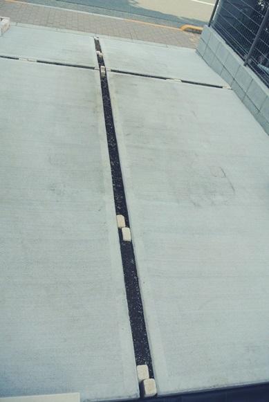 駐車場の目地スリット