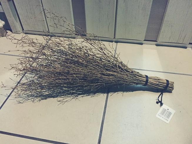 庭 落ち葉 掃除 舞い込み 侵入 流入 対策 砂利 簡易竹ぼうき