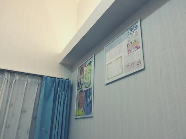 子供 娘 息子 家 部屋 絵 飾る ディスプレー 画伯 IKEA イケア FISKBO ピクチャー フォト フレーム 額縁 寝室