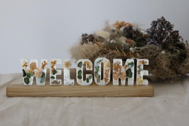 玄関 花 飾り ウェルカム フラワー IKEA イケア デコレーション スティック ドライ ブーケ TORKA ダイソー 造花 ナチュラルキッチン キャンドゥ セリア 英字新聞 ココファイバー