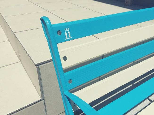 青と白のストライプベンチ インスタントレタリング top