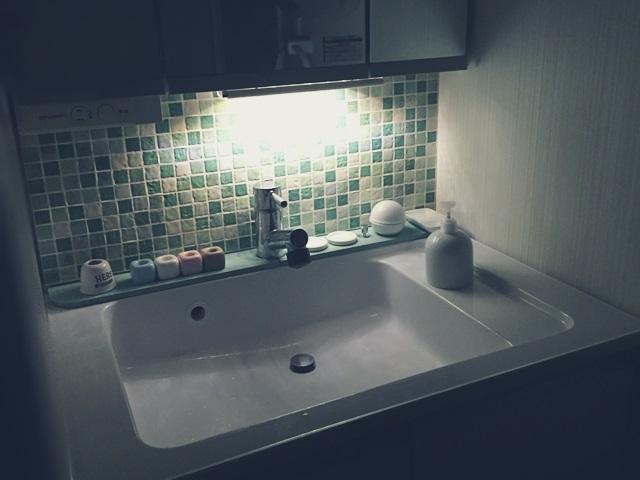 洗面所 洗面台 洗面化粧台 間接照明 DIY 暗闇