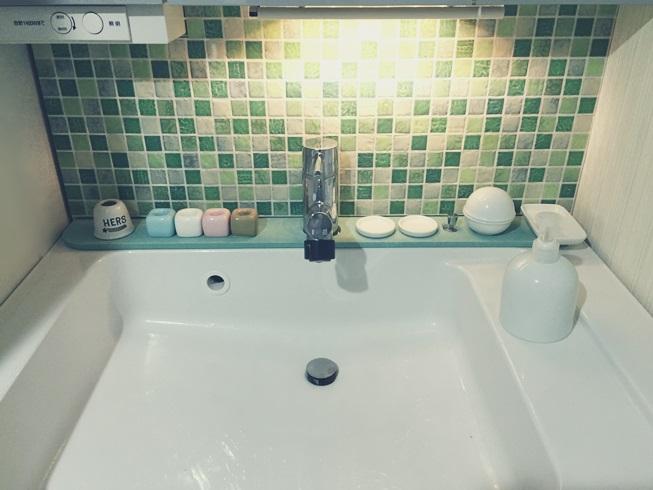 洗面所 洗面台 洗面化粧台 間接照明 DIY 照明点灯状態