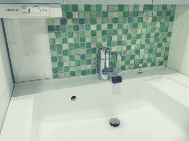 洗面化粧台 Decore(デコレ) DIYタイル モザイクタイル 貼付け 施工途中 DIY