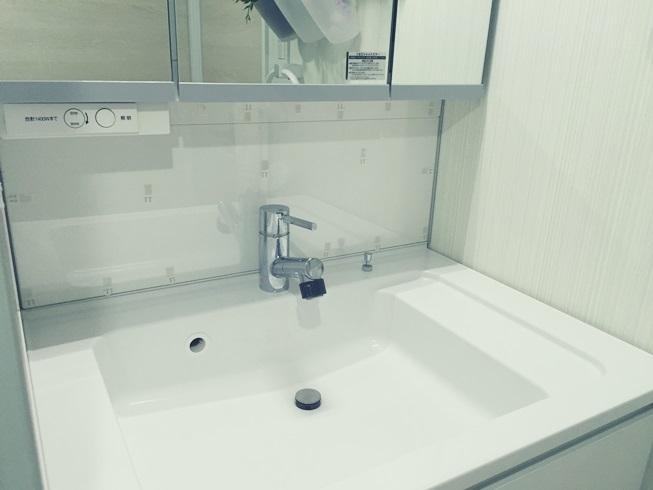 洗面化粧台 樹脂(プラスチック)板貼付完了 モザイクタイル DIY 準備