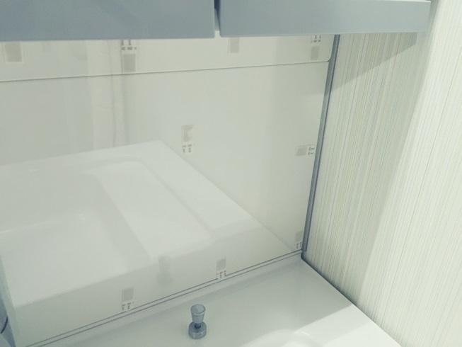 洗面化粧台 樹脂(プラスチック)板貼付完了拡大  モザイクタイル DIY 準備