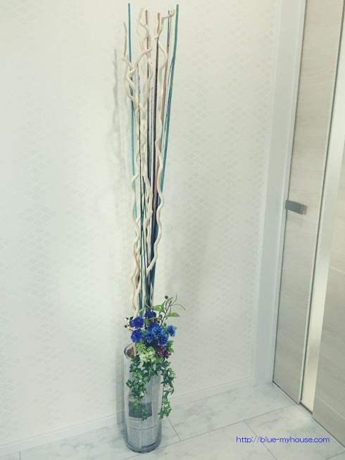 玄関 花 飾り ウェルカム フラワー IKEA イケア デコレーション スティック ドライ ブーケ TORKA ダイソー 造花 ナチュラルキッチン キャンドゥ セリア 英字新聞 ココ ファイバー 完成 全体